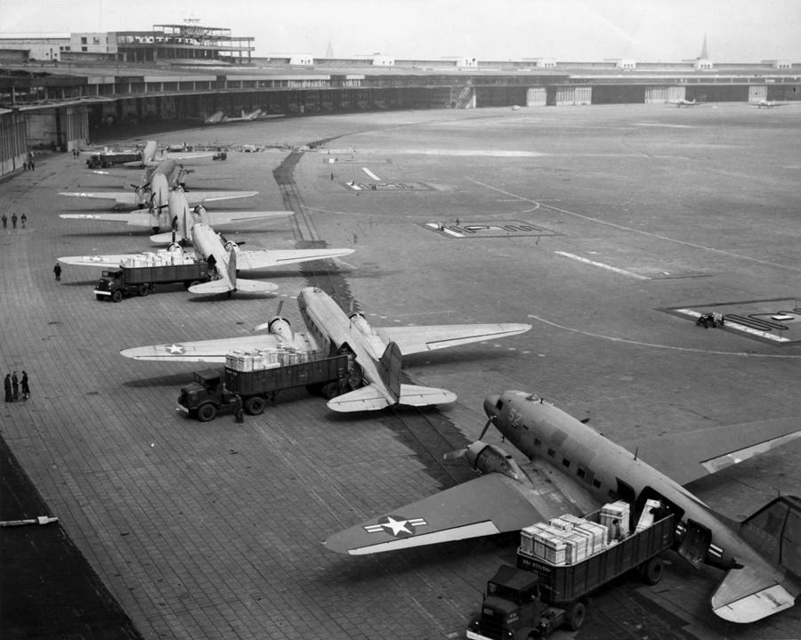 Noticias de aviones. Noticias de aerolíneas. C-47 en el puente aéreo humanitario de Berlín