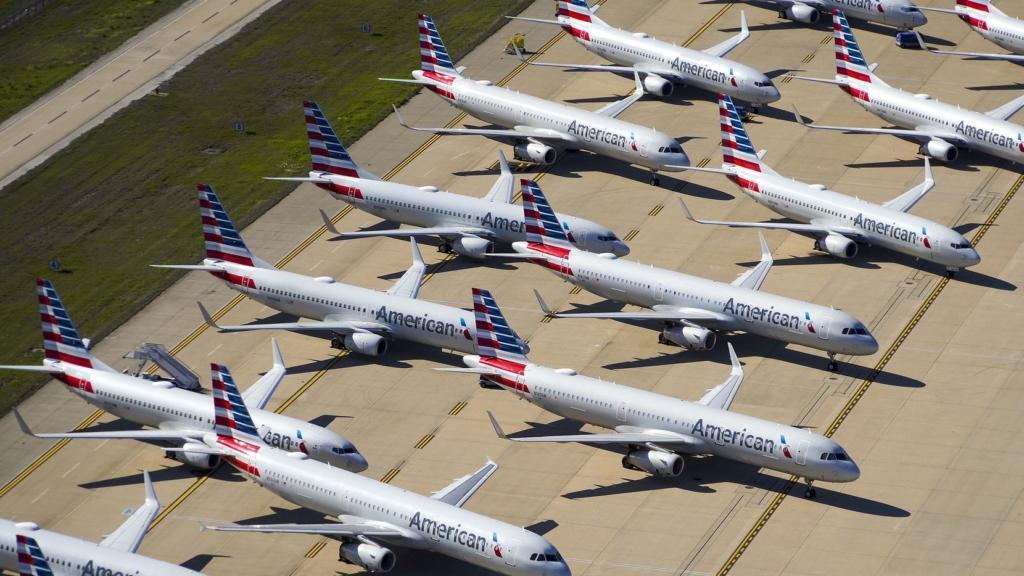 Noticias de turismo. Noticias de compañías aéreas. Aviones de American Airlines en tierra