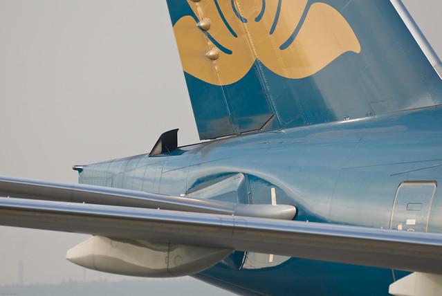 Noticias de aviones. Entrada de aire para la APU de un avión comercial