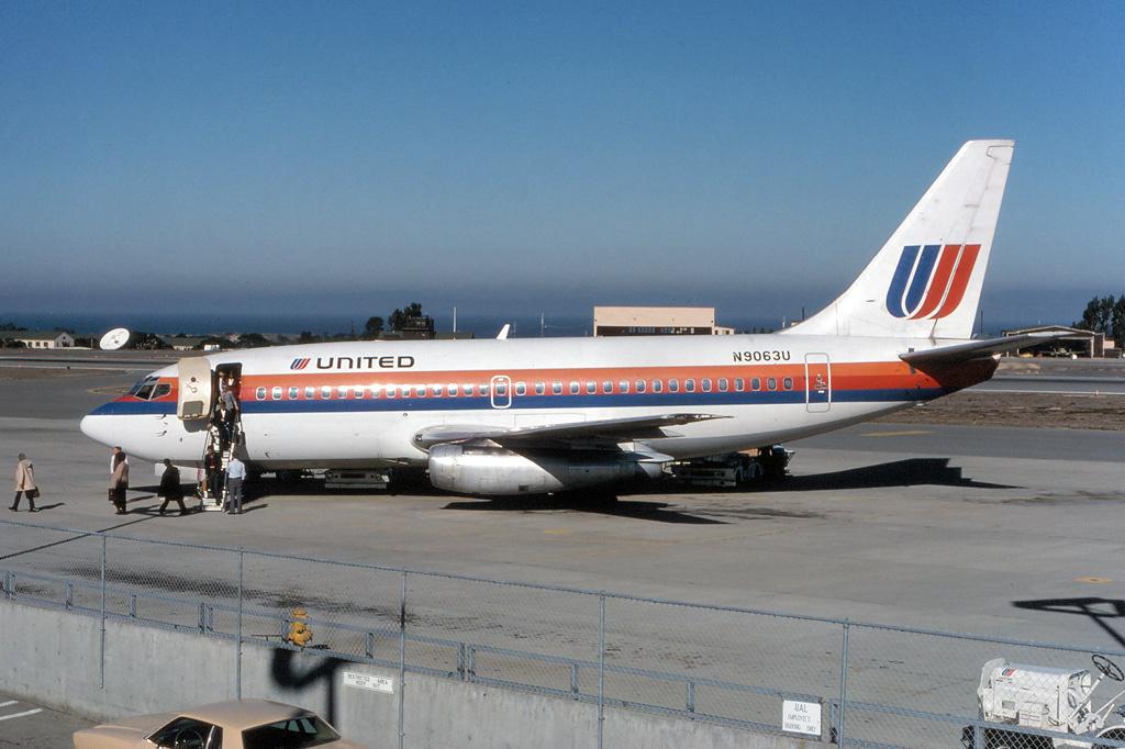 Noticias de aviones. Noticias de aviación. Boeing 737-200 de United Airlines