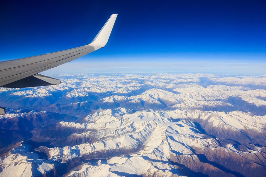 Noticias de aviones. Noticias de aviación. Volando sobre montañas