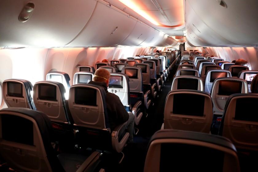 Noticias de aviones. Noticias de aviación. Interior de la cabina de un avión.