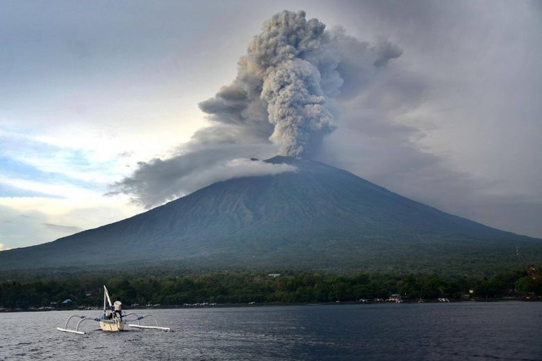 Noticias de turismo. Noticias de aviación. Erupción Monte Agung en 2019 en Indonesia