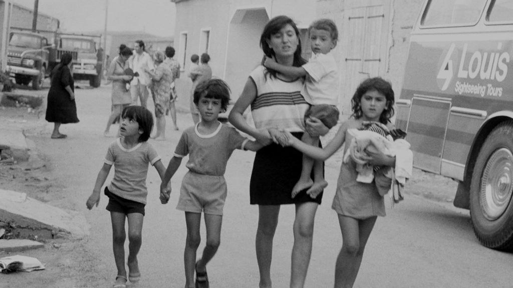 Noticias de aeropuertos. Noticias de aerolíneas. Familias huyendo de Nicosia.
