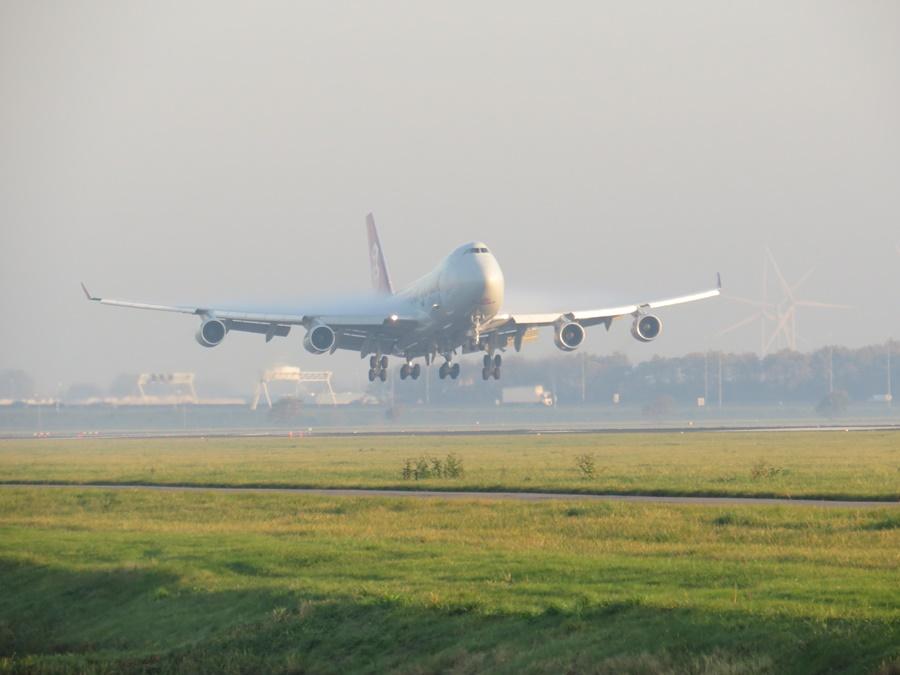Noticias de aviones. Noticias de aviación. Boeing 747 a punto de tomar tierra