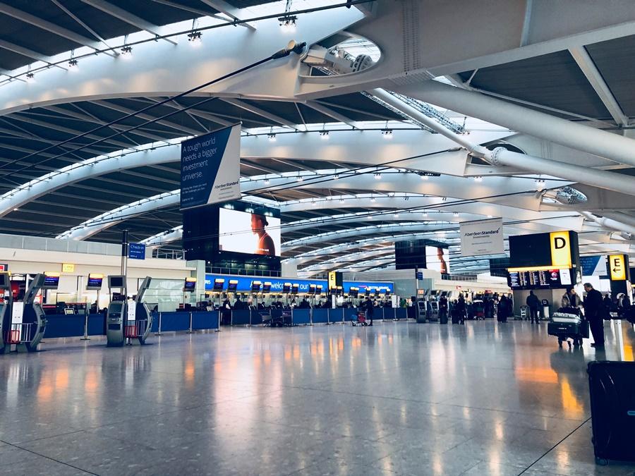 Noticias de aeropuertos. Noticias de compañías aéreas. Terminal de salidas en aeropuerto de Heathrow