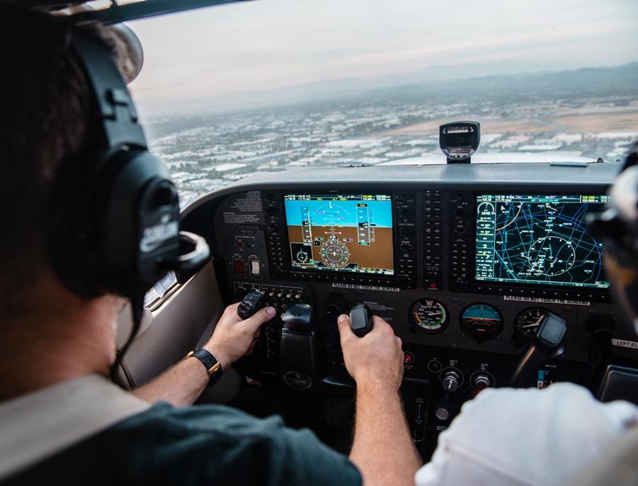 Noticias de aerolíneas. Noticias de aviones. Cabina de un avión privado.