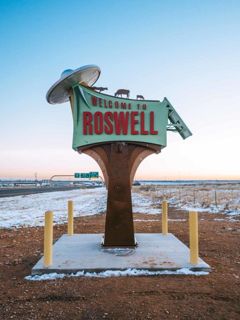 Noticias de aviones. Noticias de aviación. Monumento en Roswell, New Mexico