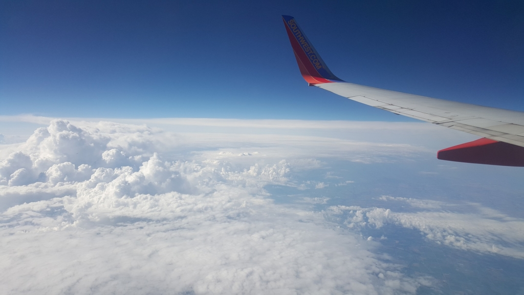 Noticias de aviones. Noticias de aviación. Avión volando a altura de crucero.