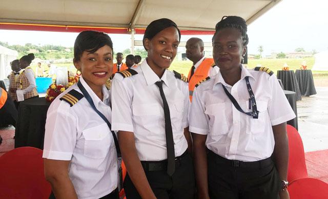 Noticias de aerolíneas. Noticias de compañías aéreas. Primeras mujeres piloto en Uganda.