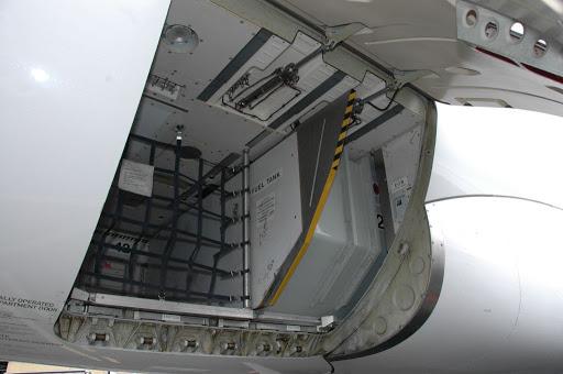 Noticias de aviones. Noticias de aviación. Detalle de tanque de combustible en bodega de Airbus A321