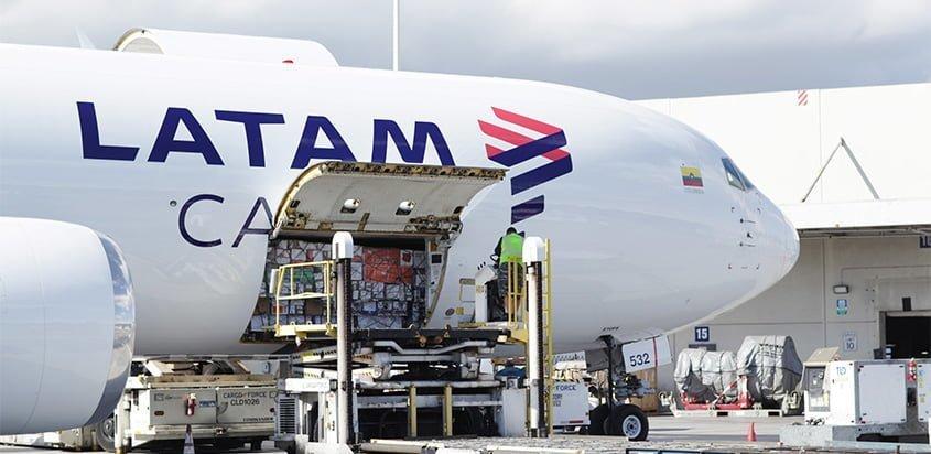 Noticias de aerolíneas. Noticias de compañías aéreas. Aparato de carga de LATAM