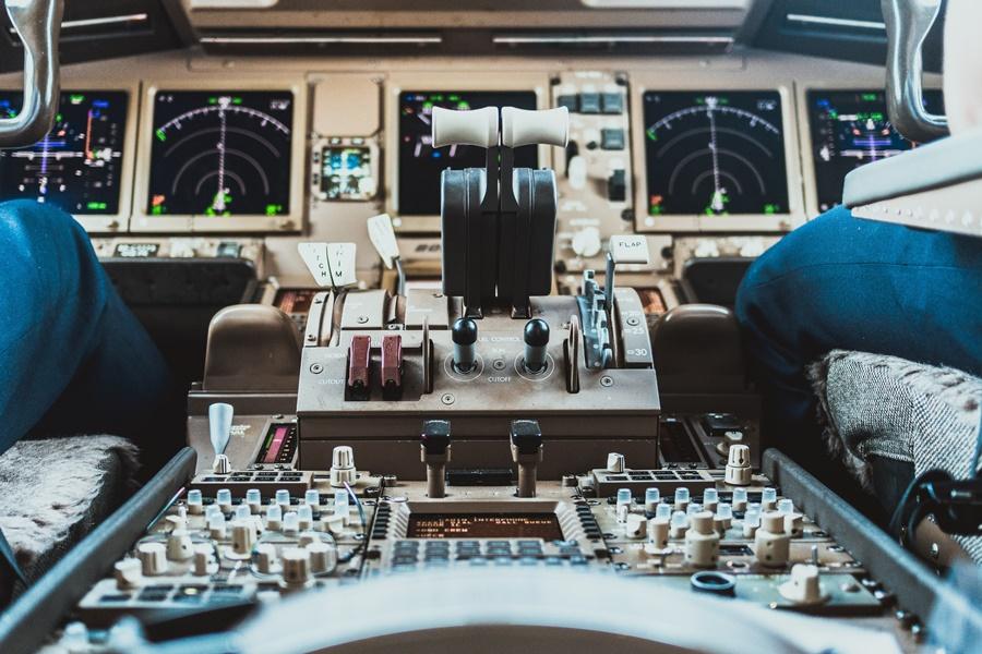 Noticias de aviones. Noticias de aviación. Panel frontal de control de un avión