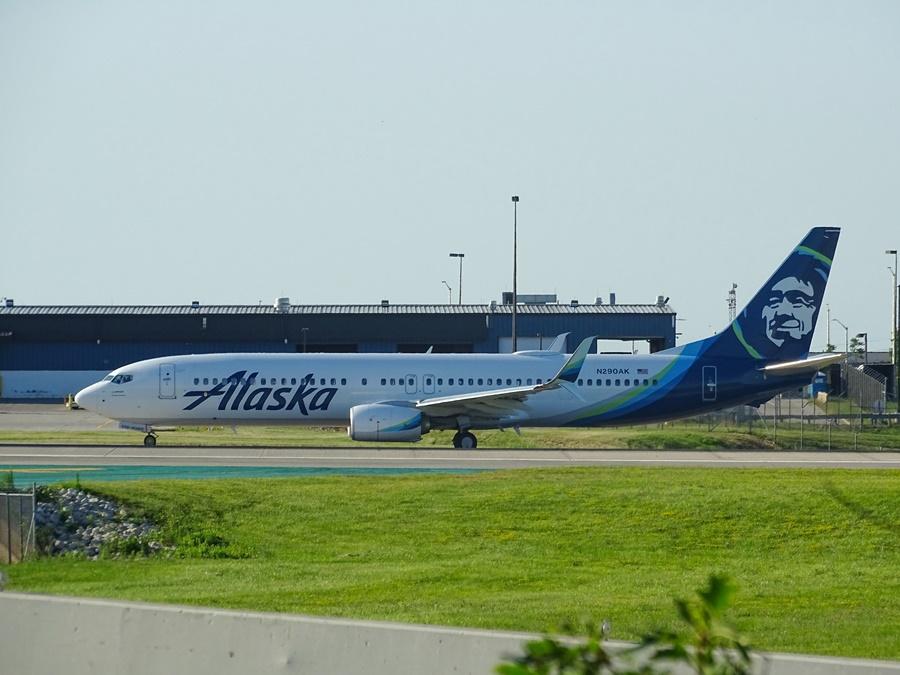 Noticias de aerolíneas. Noticias de compañías aéreas. Avión de Alaska Air.