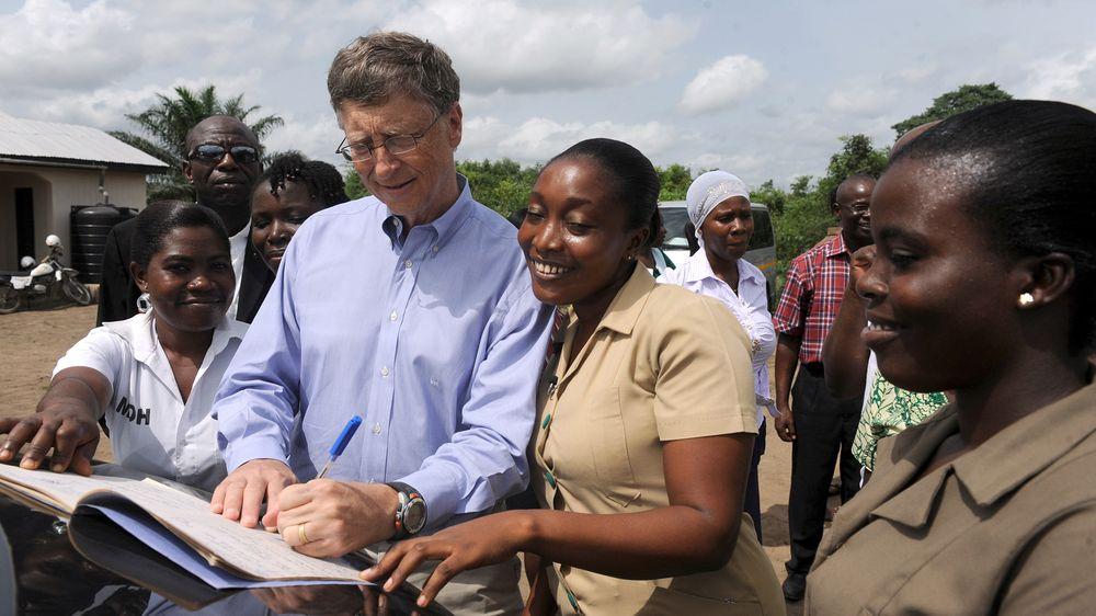 Noticias de aviación. Noticias de aviones. Bill Gates trabajando en una ONG africana.