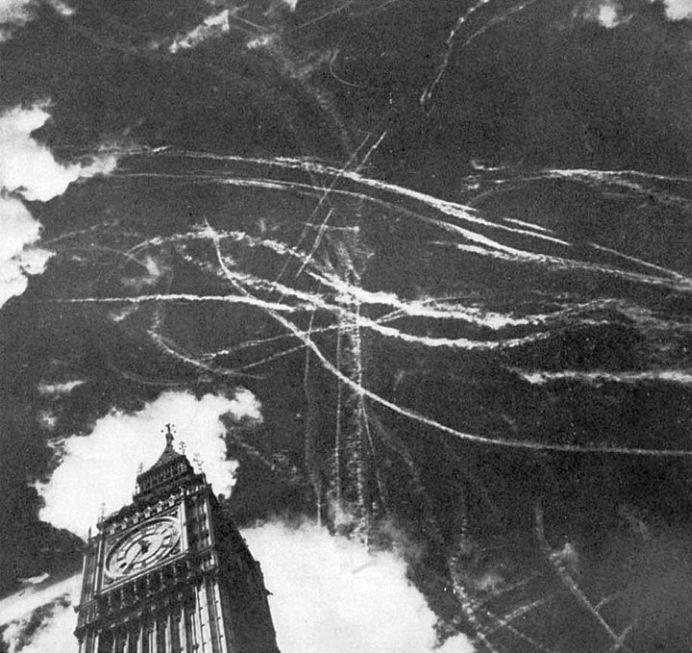 Noticias de aviación. Noticias de aviones. Estado del cielo de Londres tras un enfrentamiento aéreo.