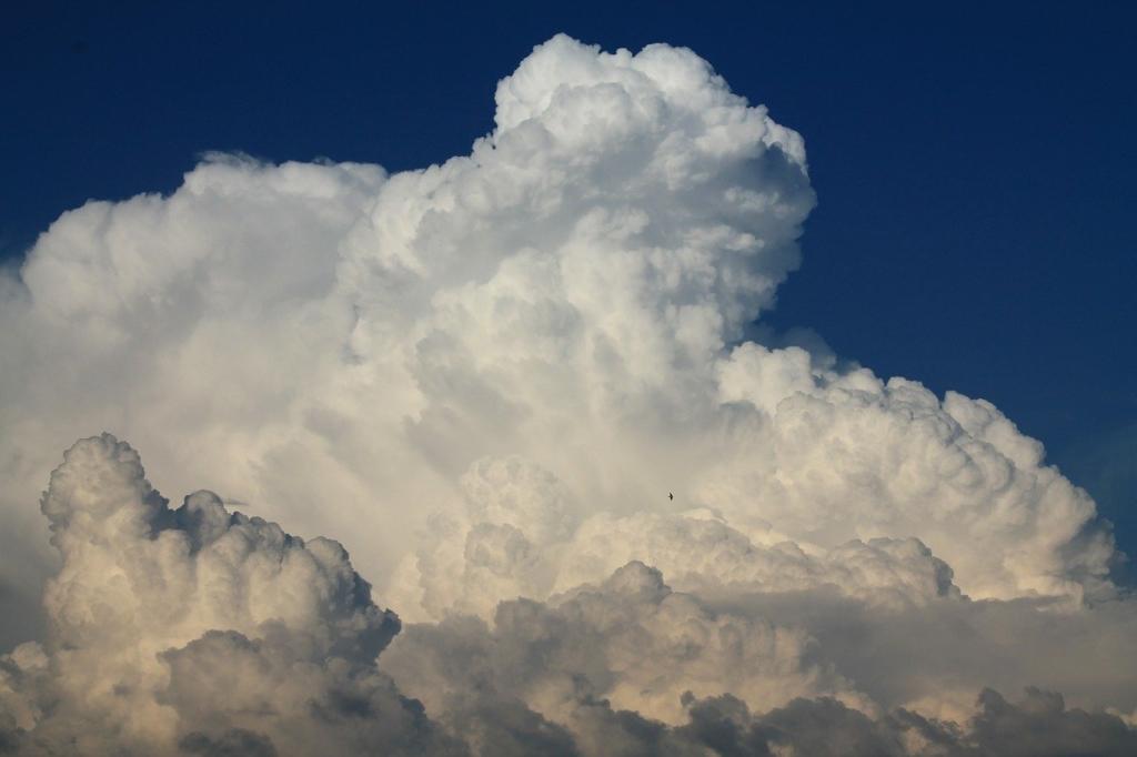 Noticias de aviación. Noticias de aviones. Formación nubosa de evolución vertical.