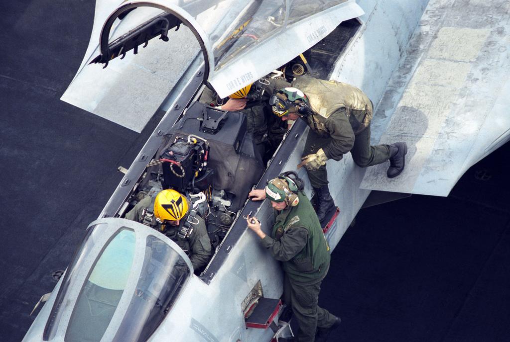 Noticias de aviones. Noticias de aviación. Tripulación del F-14 Tomcat