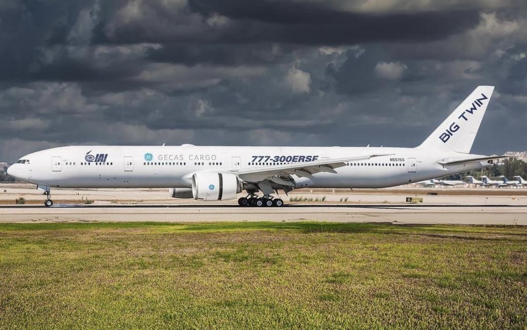 Noticias de aviones. Noticias de aviación. Boeing 777-300ERSF recién salido de fábrica