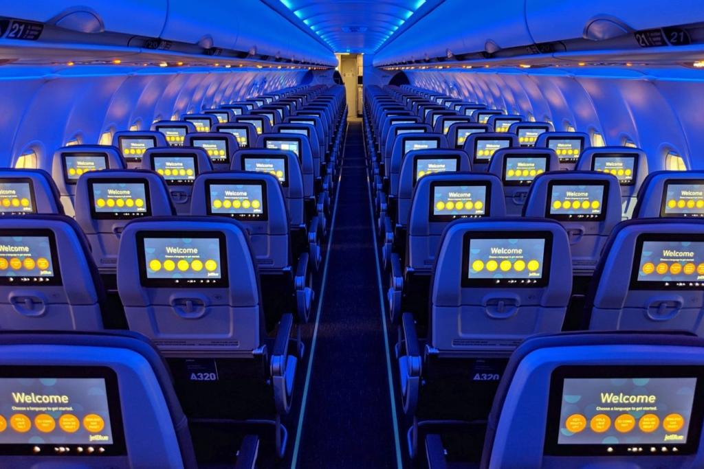 Noticias de compañías aéreas. Noticias de aerolíneas. Cabina principal del Airbus A321lr de JetBlue