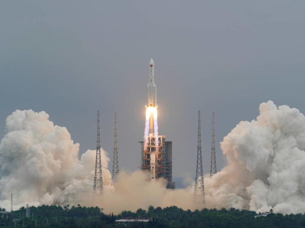 Noticias aeroespaciales. Despegue del cohete chino LM-5B