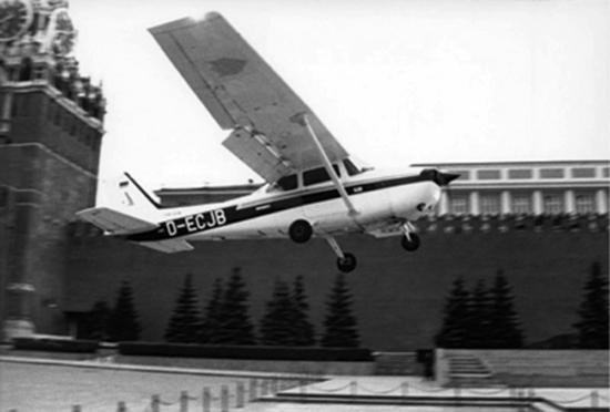 Noticias de aviones. Noticias de aviación. Mathias Rust aterrizando en la Plaza Roja de Moscú
