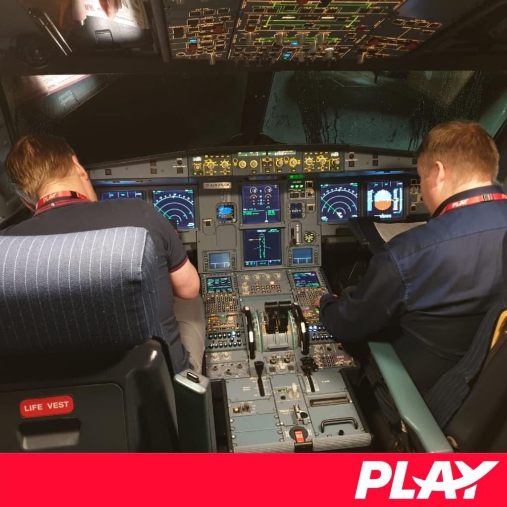 Noticias de aerolíneas. Noticias de compañías aéreas. Tripulación del primer Airbus A321 de Play