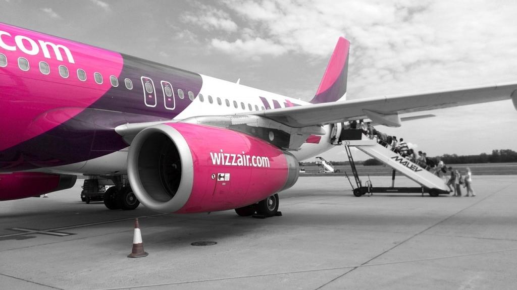 Noticias de aerolíneas. Noticias de compañías aéreas. Embarcando en un Airbus A320 de Wizz Air