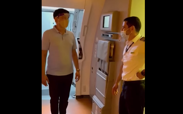 Noticias de aerolíneas. Noticias de compañías aéreas. Unico pasajero y comandante del avión de Emirates