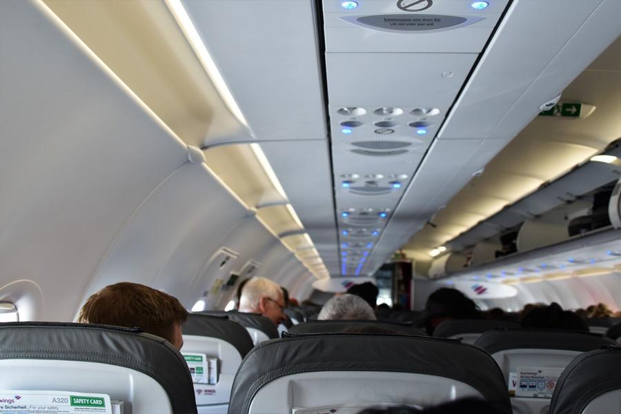 Aerofobia, miedo a volar. Interior de un avión de pasajeros.
