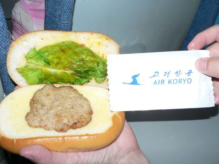 Hamburguesa ofrecida por la aerolínea Air Koryo
