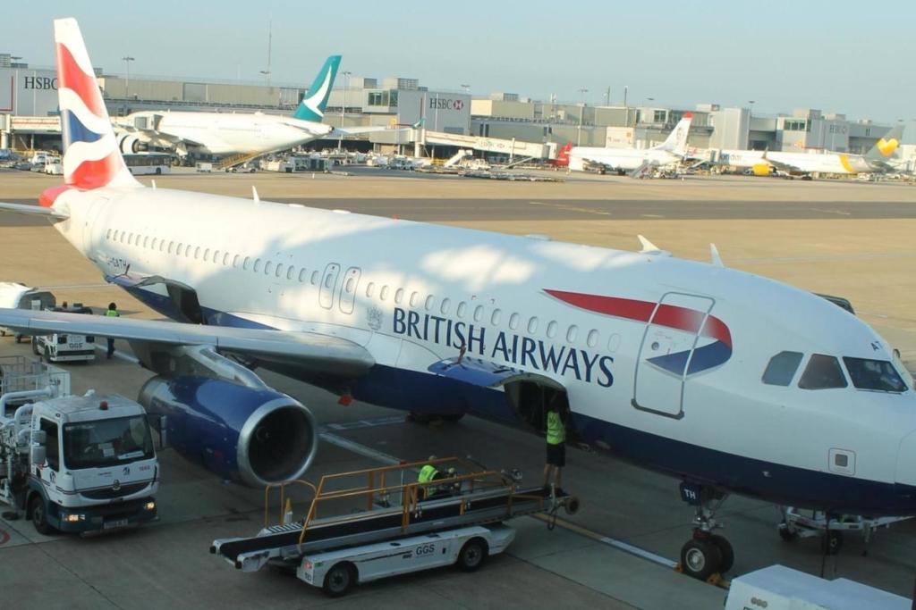 Avión de British Airways en el aeropuerto de Gatwick