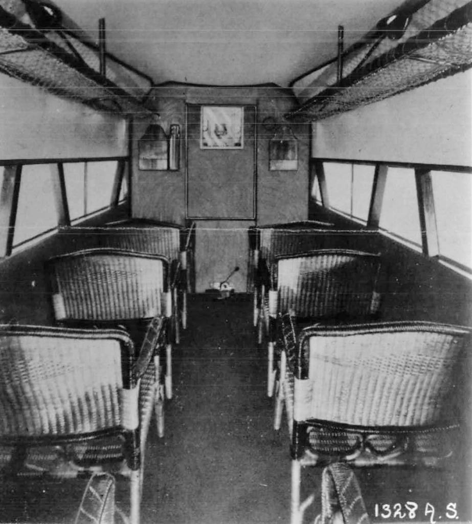 Interior de la cabina de un avión clásico