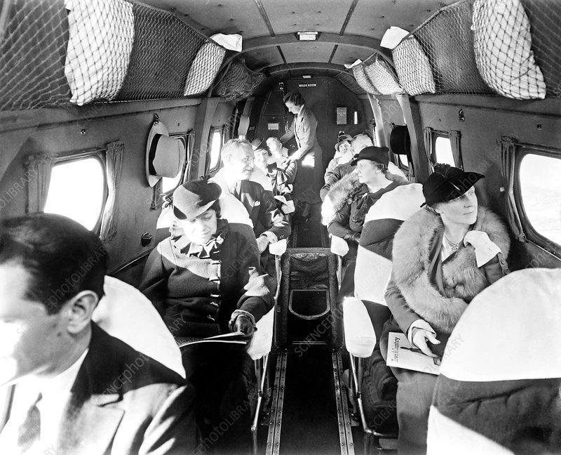 Interior de la cabina de un avión en la década de los años 40