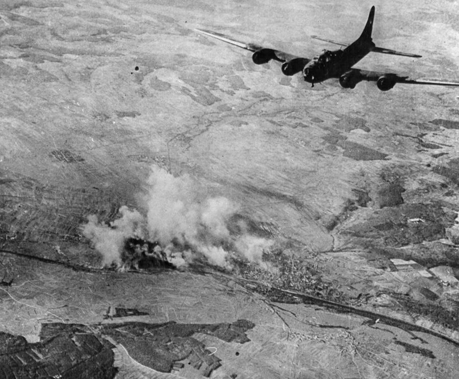 Bombardero B-17 sobre objetivos en Alemania