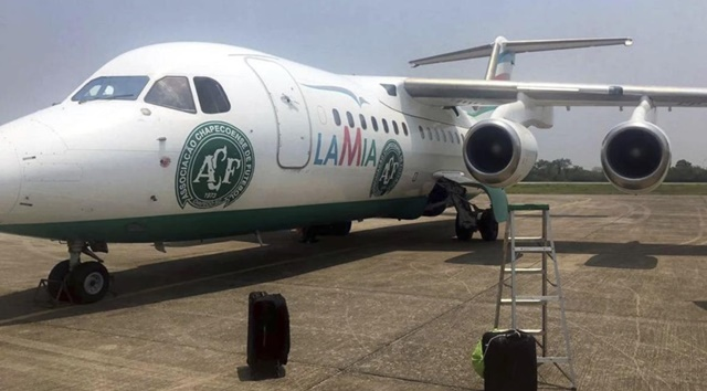 Avro RJ85 de la aerolínea LAMIA en el aeropuerto