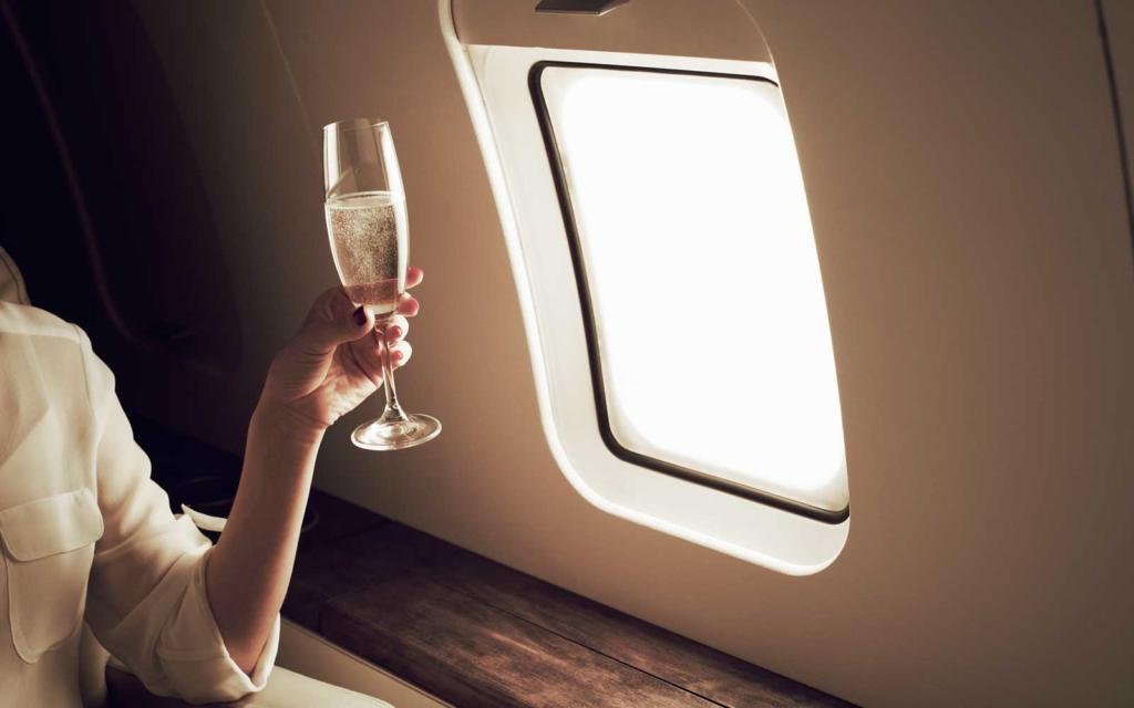 Copa de Champagne a bordo de un avión
