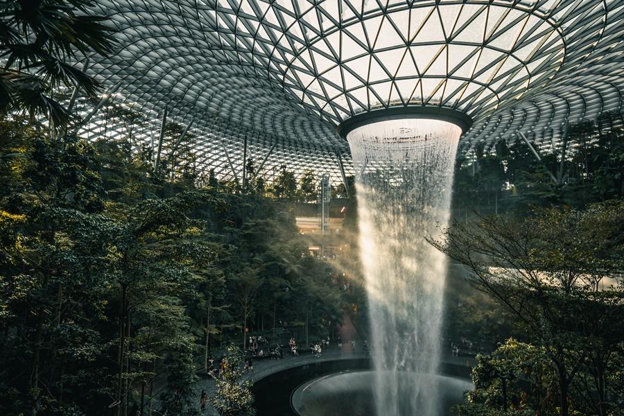 Kinetic Rain Installation, en la terminal 1 del aeropuerto de Changi, en Singapur