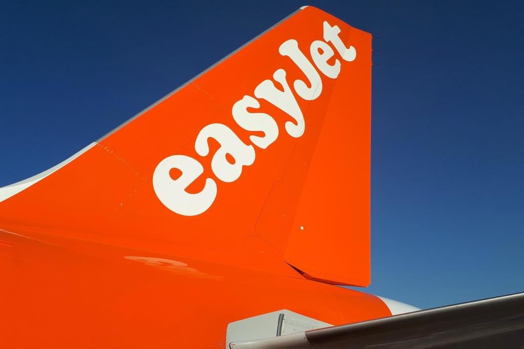 Timón de cola de un avión de la compañía aérea Easyjet