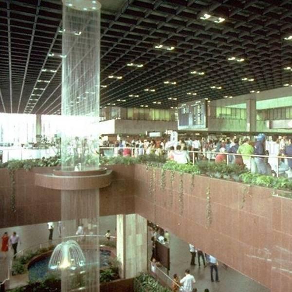 Mylard Cord Waterfall, en la terminal 1 del aeropuerto de Changi, en Singapur