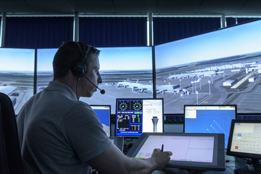 Controlador aéreo en un centro de control