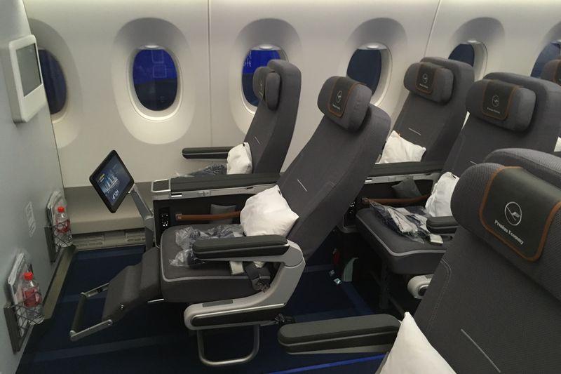 Asientos Premium Economy en un avión de la aerolínea Lufthansa